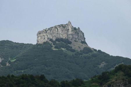 مسیر های رسیدن به کوه یا قله اسپیناس