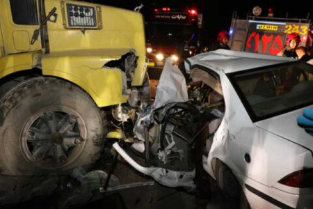 مرگ راننده سمند در برخورد با کامیون در حبیب آباد + عکس
