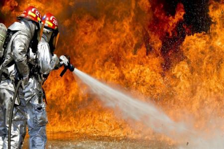 جزئیات و فیلم آتش سوزی چندین سوله در شهرک صنعتی جاجرود