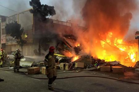 فیلم وحشتناک از آتش سوزی و ریزش ساختمان دو طبقه در جنوب تهران