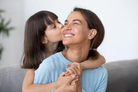 تعبیر خواب بوسیدن : 73 تعبیر و تفسیر بوسه دادن و بوسیدن در خواب