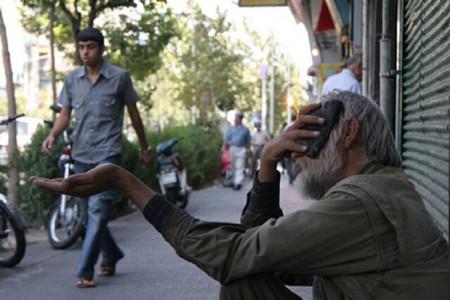 گدای میلیاردر قزوینی در خیابان اسپند دود می کند !