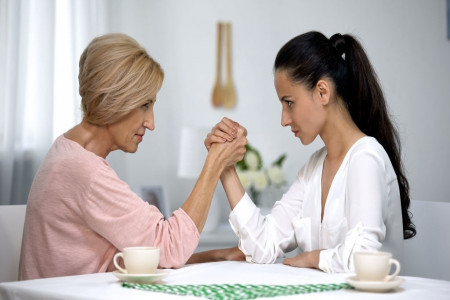 از دخالت مادرشوهر در تربیت فرزندتان برای همیشه خلاص شوید !