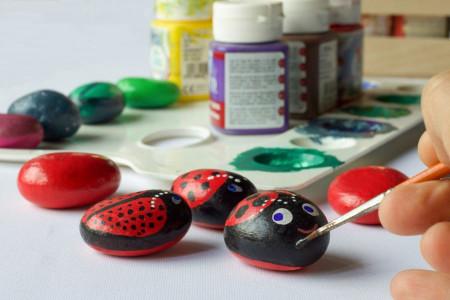 کاردستی کودک : نقاشی و کاردستی با سنگ