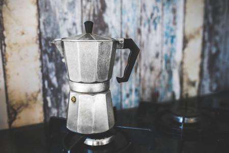 آموزش روش تمیز کردن قهوه جوش در 4 مرحله
