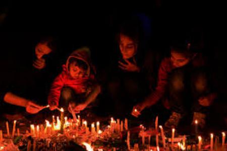 فلسفه روشن کردن شمع در شام غریبان در شب عاشورا