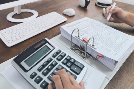 رابطه ی تفاوت مالیات تشخیصی و ابرازی با مدیریت سود