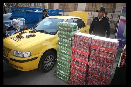 ماجرای جالب حمل بار مشروب با تاکسی دودزا + عکس