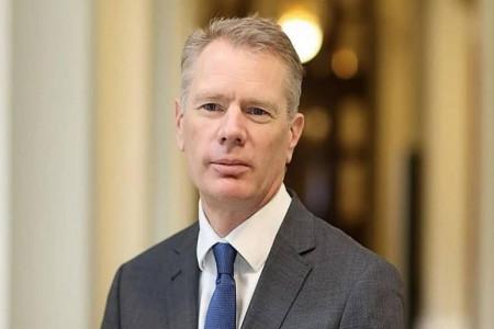 واکنش انگلیس به بازداشت موقت رابرت مکایر سفیر خود در تهران
