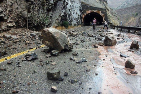 احتمال سقوط سنگ و بهمن در جاده چالوس
