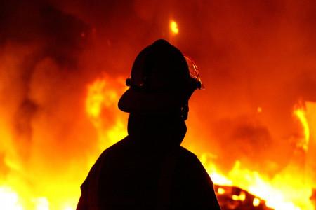 آتش زدن درمانگاهی در بندرعباس به خاطر شایعه کرونا + فیلم