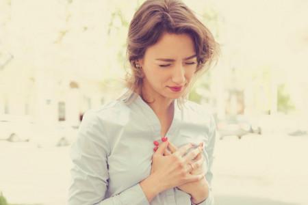 ترک نوک سینه : علائم، پیشگیری و درمان خانگی شقاق سینه