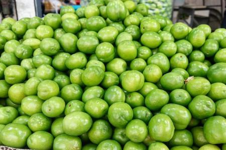 آشنایی با ارزش غذایی و خواص شگفت انگیز آلوچه سبز