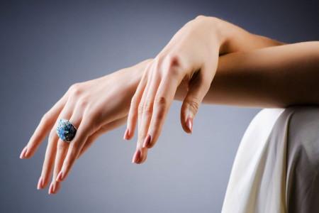 تزریق ژل به پشت دست برای جوانسازی پوست دست + سوالات رایج