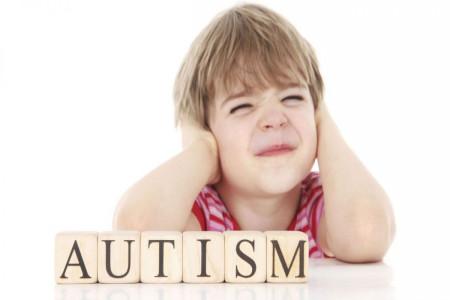 سن تشخیص اوتیسم : چگونه بفهمیم کودکمان اوتیسم دارد ؟