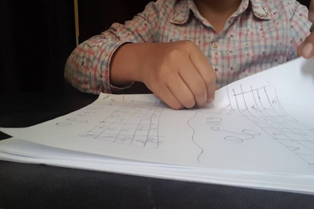 معرفی 6 بازی با کاغذ و قلم برای کودکان و بزرگسالان