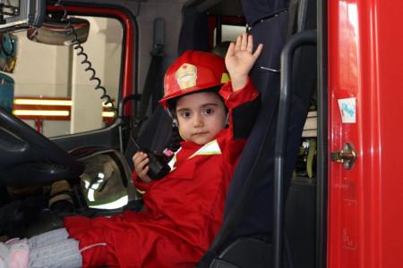 آسانترین روش ها برای آموزش شغل آتش نشانی به کودک