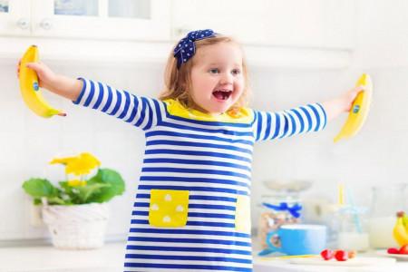 فواید و مضرات موز برای کودکان : از چه زمانی می توان به نوزادان موز داد ؟