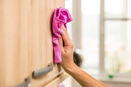 روش صحیح تمیز کردن کابینت های چوبی و فلزی