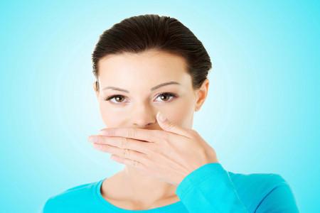 30 درمان خانگی معجزه آسا برای رفع بوی بد دهان