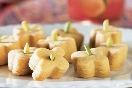 طرز تهیه شیرینی آرد نخودچی به 4 روش آسان