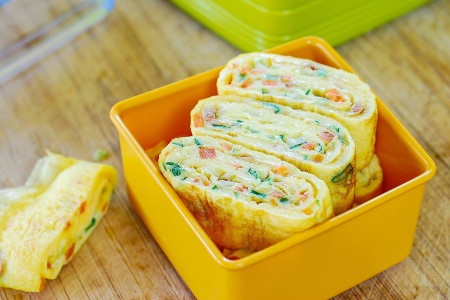 طرز تهیه 2 مدل رولت تخم مرغ لذیذ و دلچسب