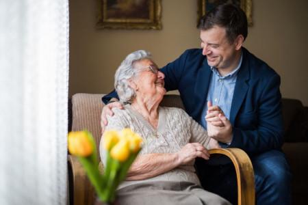 20 متن احساسی و دلنشین تبریک روز مرد از طرف مادر و مادر زن