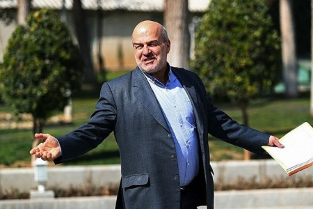 کیهان: معاون رییس جمهور نفوذى است