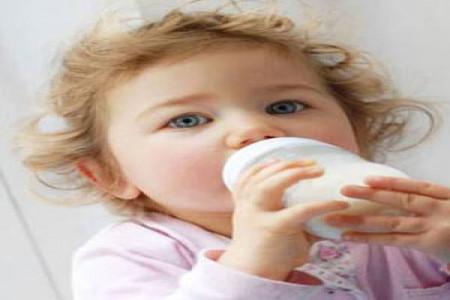 چه زمانی از شیر گاو برای نوزادان استفاده کنیم؟
