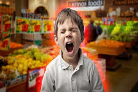 آموزش تربیت کودکان،بهانه گیری کودک،چگونه با بهانه گیری کودک در خرید رفتار کنیم؟