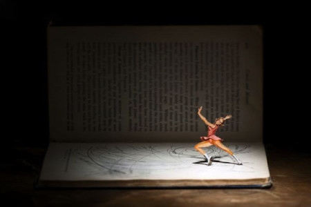 هنرنمایی جالب و دیدنی با کتاب..!!