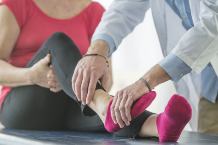 دلیل درد پاشنه پا چیست؟
