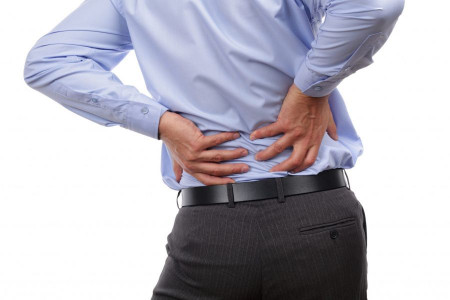 چرا وقتی سرفه میکنم کمرم درد میگیرد؟