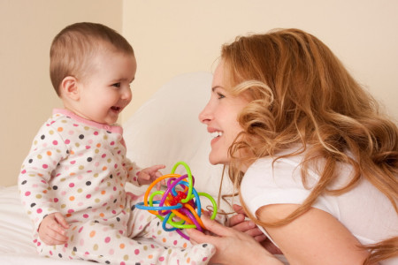 چگونه پدر و مادر با کودک خود ارتباط برقرار کنند؟