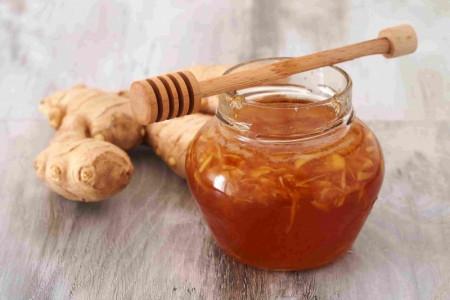 ۱۴ خاصیت شگفت انگیز عسل و زنجبیل