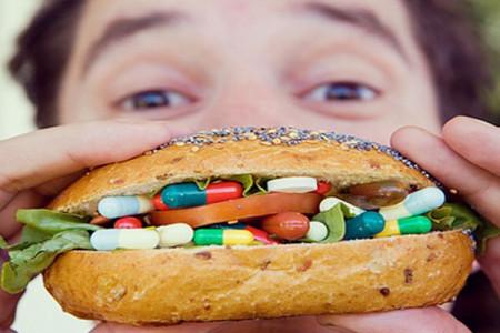 عوارض خطرناک مصرف خودسرانه ویتامین ها و مکمل های غذایی