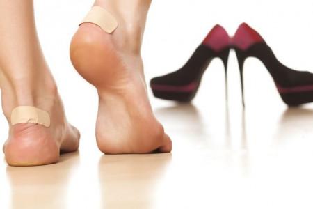۸ راهکار جادویی برای گشاد کردن کفش تنگ