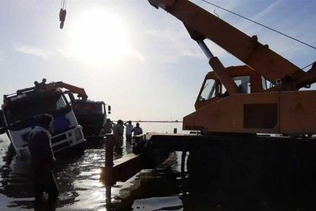 واژگونی کامیون حامل سیل بند دانشگاه اصفهان در شوش