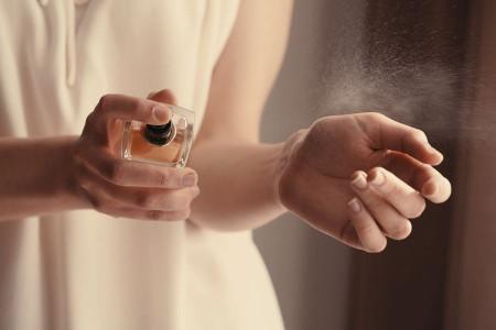 آیا عطر زدن برای دختر جوان یا زن حرام است؟