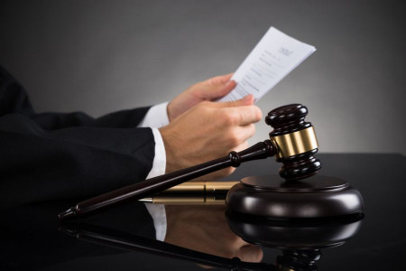 انواع ایراداتی که مانع رسیدگی به دعوا در دادگاه میشوند