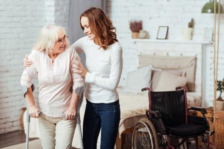 ۱۳ نکته مهمی که باید برای مراقبت از سالمندان بدانید