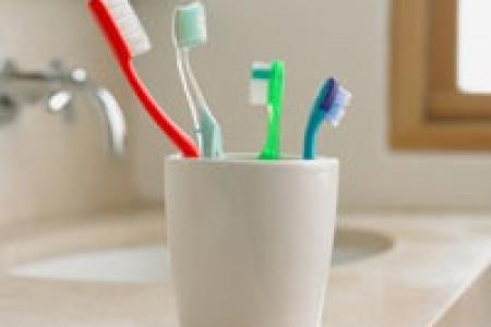 آیا میدانید باید مسواک های خود را با آب جوش بشویید؟