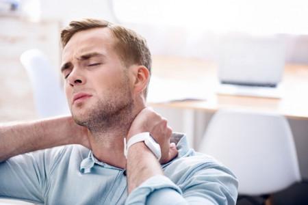 علت گرفتگی عضلات گردن و شانه چیست؟