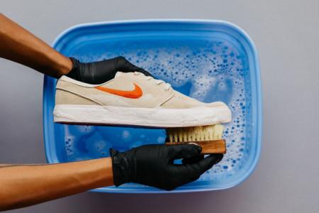 آیا کفش ها عامل انتقال ویروس کرونا به خانه هستند؟