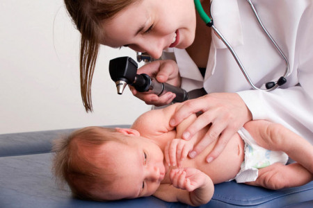 خطرات ترشح زرد یا واکس گوش نوزاد