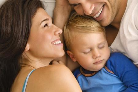 روابط جنسی با حضور فرزندتان در خانه چگونه میسر است؟