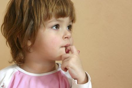 چرا برخی از کودکان ناخن های خود را میجوند؟!
