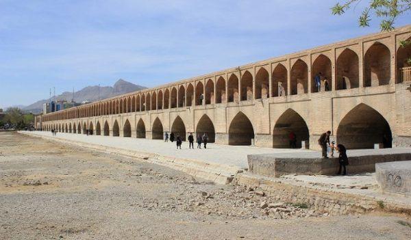 چرا سی و سه پل اصفهان در حال فرو رفتن است؟