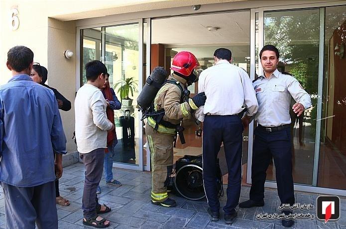 نجات ۵۰ زن و مرد در آتشسوزی برج ۲۱ طبقه آتیساز + تصاویر