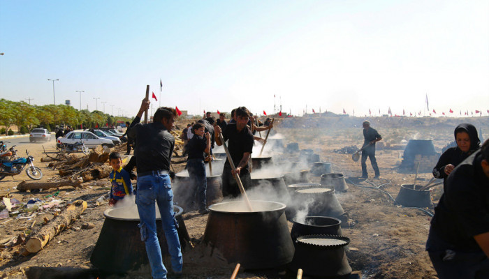 تصاویر مراسم پخت نذری در شهرستان نوش آباد کاشان